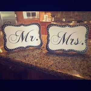 Mr & Mrs ❤️ Signs